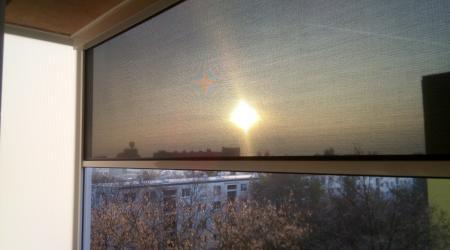 Tienenie balkóna screenom